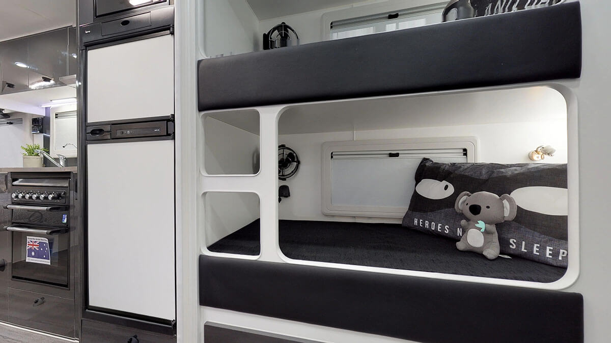 21ft-Platinum-RV-2019-FBunks (15)