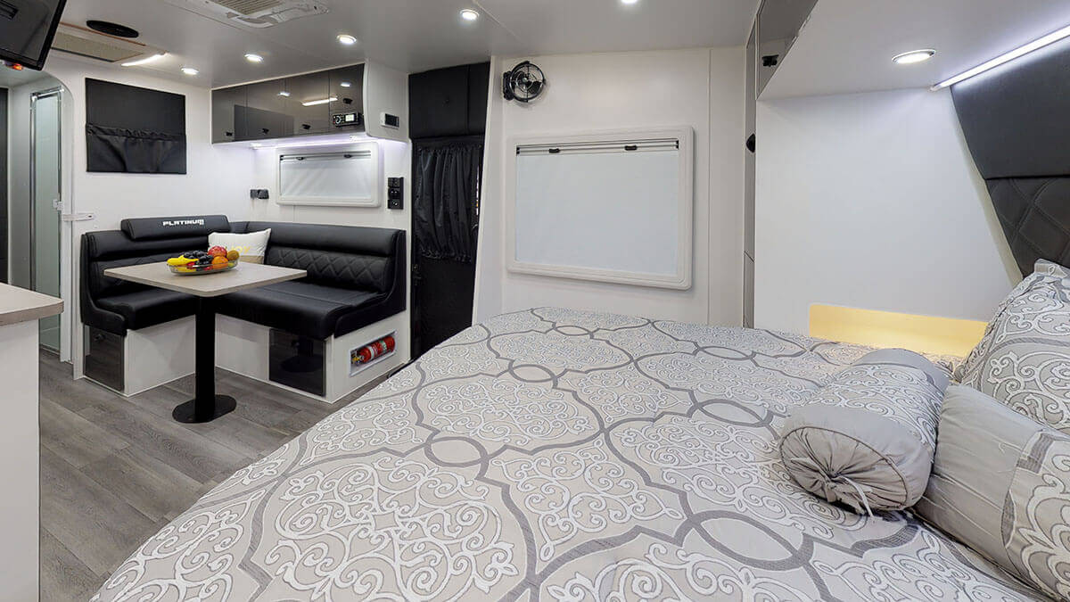 21ft-Platinum-RV-2019-FBunks (21)
