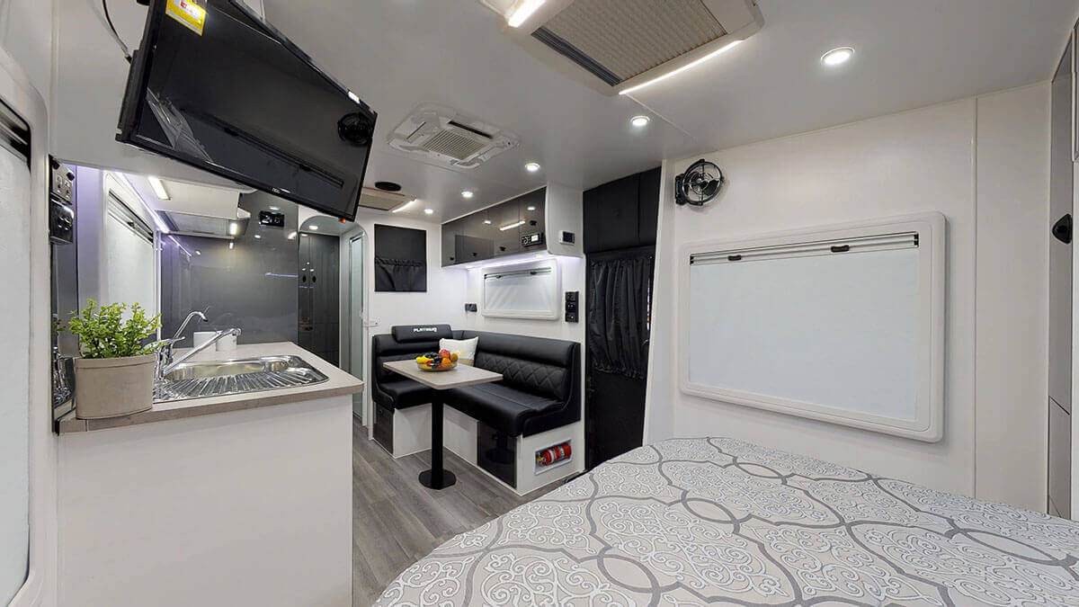 21ft-Platinum-RV-2019-FBunks (4)