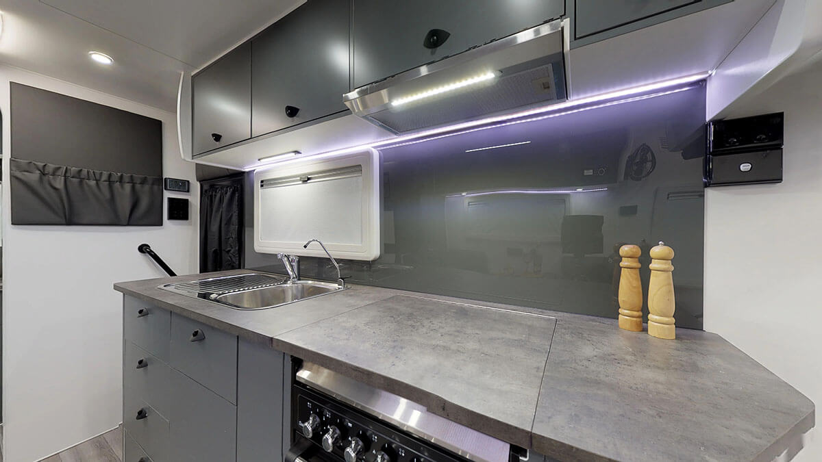 21ft-Platinum-RV-Signature-Offroad-By-Condor-Caravans- (4)