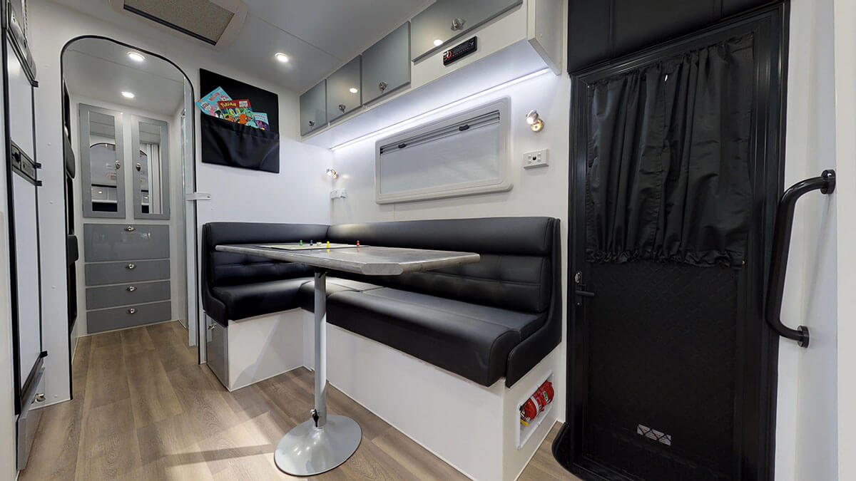 23ft-Ultimate-Family-Design-Family-Bunks19