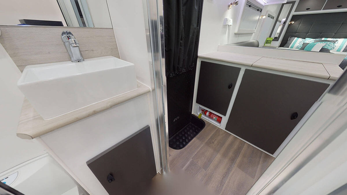 21ft-Ultimate-Family-Design-2019-Condor-Caravans- (20)