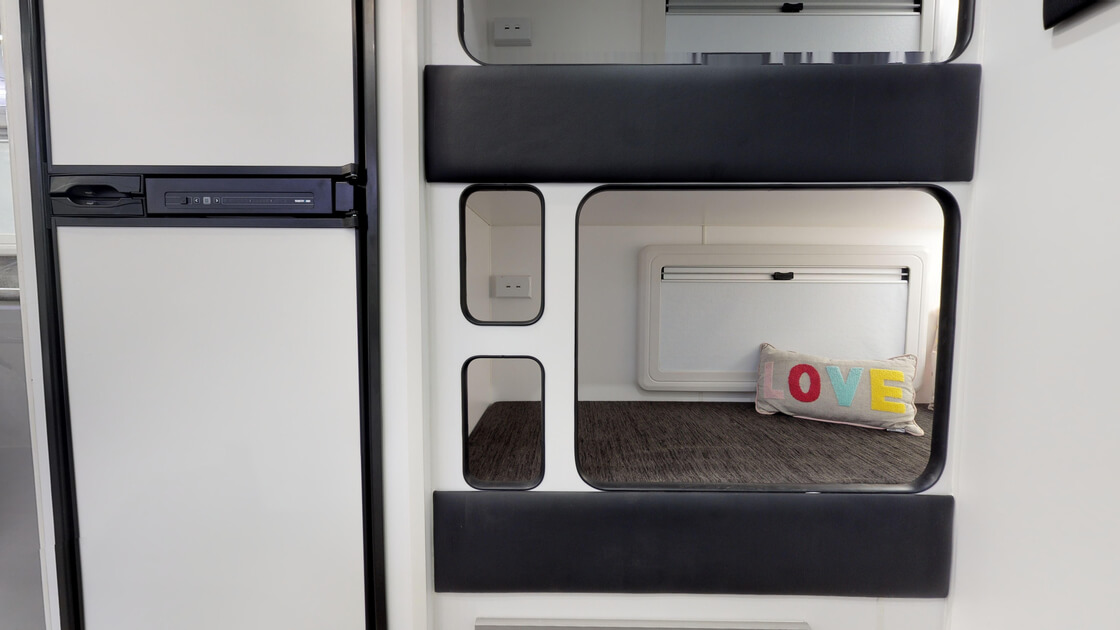 21ft-ultimate-family-design-rear-door-internal-photo-23