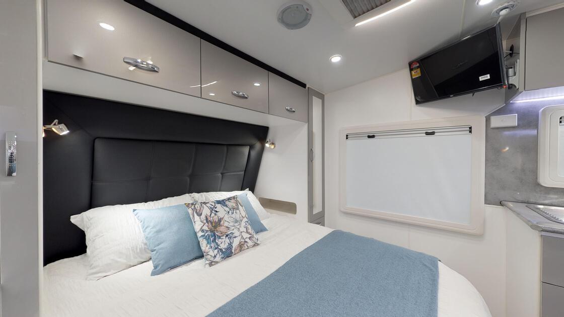21ft-ultimate-family-design-rear-door-internal-photo-8