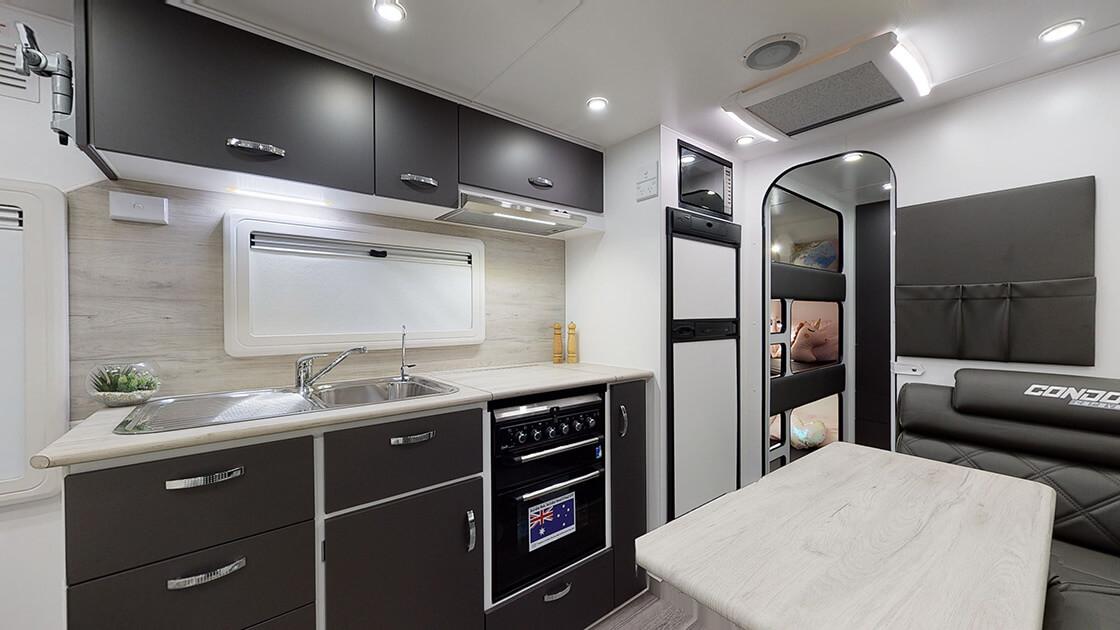 21ft-ultimate-family-design-2021-interior-photo-7