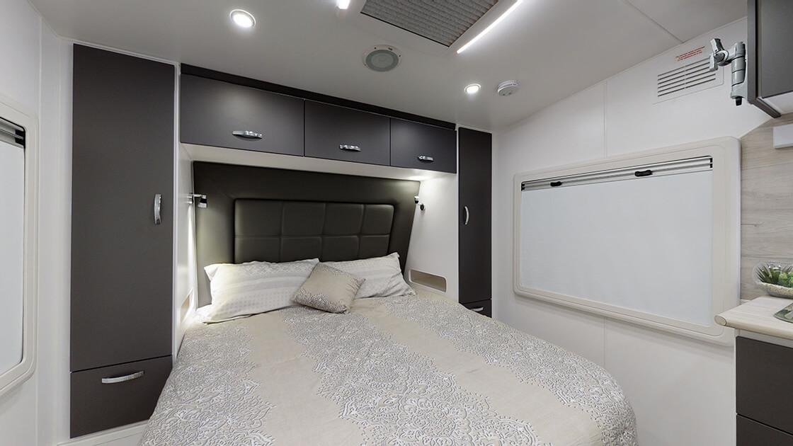 21ft-ultimate-family-design-2021-interior-photo-8