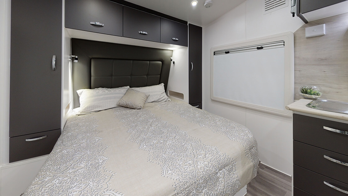 23ft-ultimate-family-design-2021-interior-photo-1