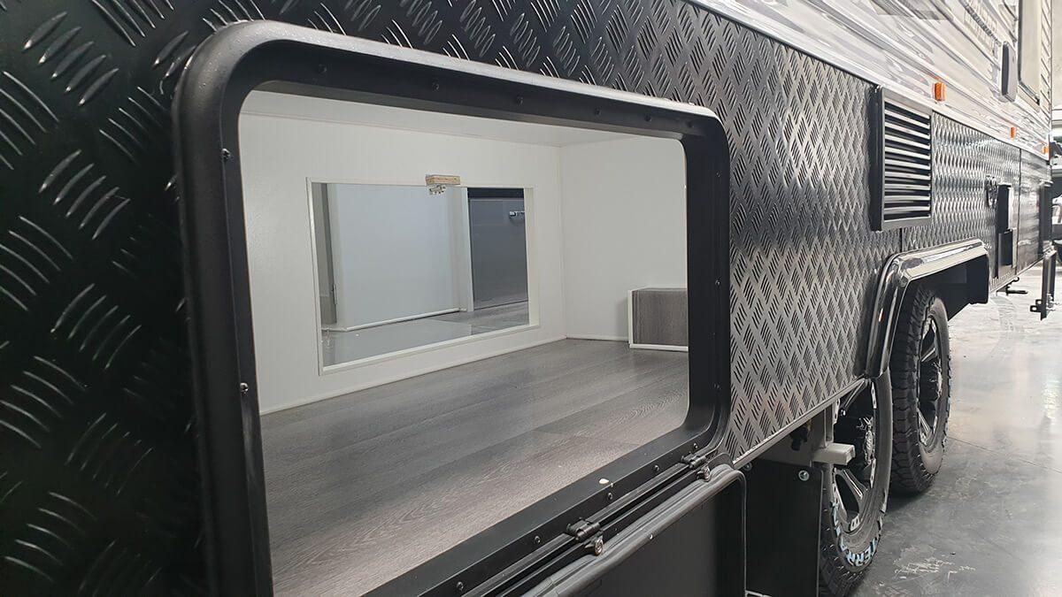gdg2011-21ft-ultimate-design-rear-door-external-photo-6